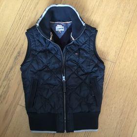 Inzeráty vesta tommy hilfiger - Bazar oblečení 1a93c654eee
