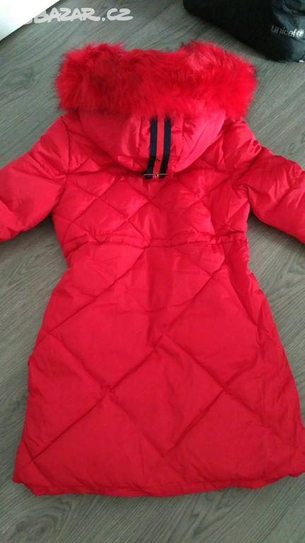 Červený kabát ba40cb7cfe
