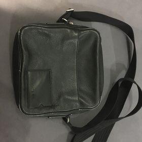 370823f61ba Výpis nabídek. Pánská koženková taška Lacoste