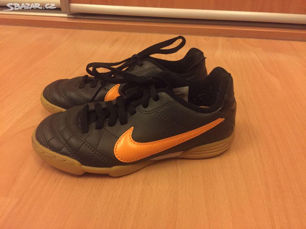 b96816a8679 Dětské sálové boty (sálovky) Nike 28 - Praha - Sbazar.cz