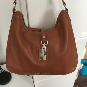 deb461015 originál kabelka Armani. Inzerát byl odebran z oblíbených.