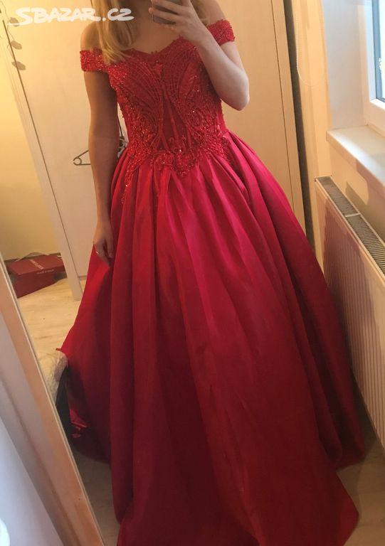 Červené maturitní plesové šaty - Ivančice 8be1e59b1aa