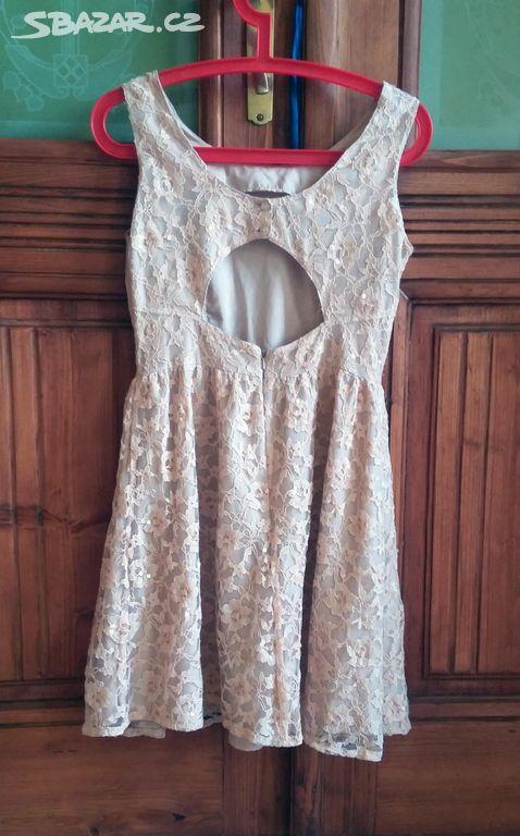 b042761ea09 Krásné plesové krajkové šaty Topshop