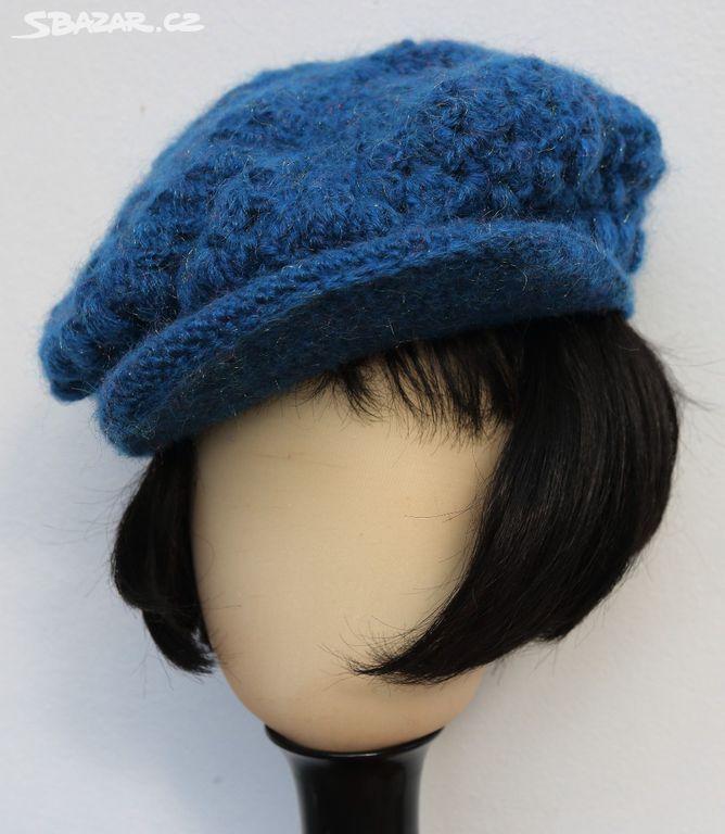 01128508b19 Ručně pletená modrá dámská čepice s kšiltem - Chýně