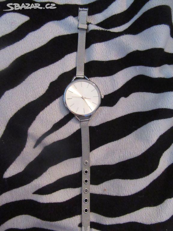 Nové dámské stříbrné elegantní decentní hodinky - Chrudim - Sbazar.cz 5fe31f72a2