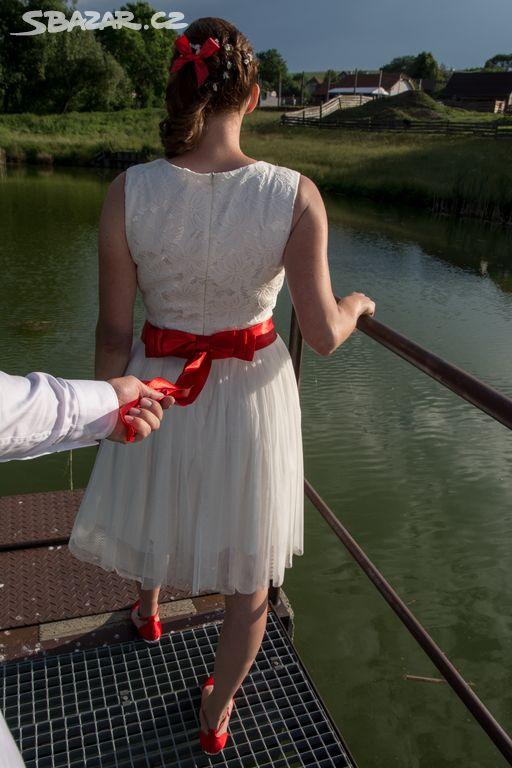 Krátké svatební šaty s červenou stuhou - Brno - Sbazar.cz e897d4fa61