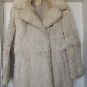 1 000 KčZlín. Prodám dámský kabát z pravé králičí kožešiny d5aa006b33