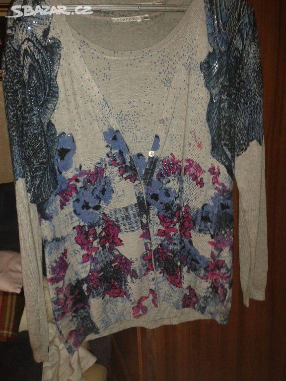 Prodám nové dvojče - svetr a triko 8d3647e2a3