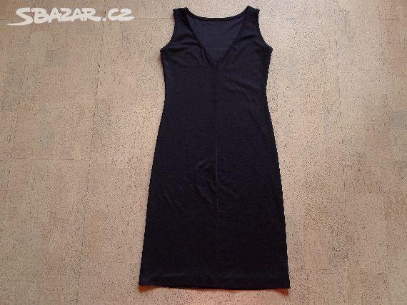186be2d33a3 Prodám jednoduché černé šaty s výstřihem do - Ořechov