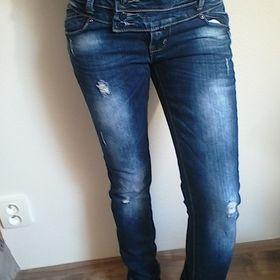 027d6c141e90 Dámské trhane džíny Nošené střídané s jinými