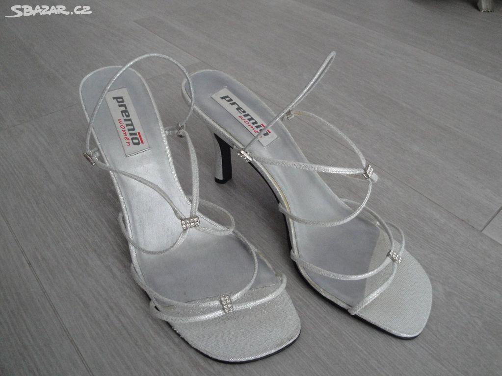 8407d4fda4d Stříbrné střevíce boty plesovky 39 plesové - Bílovec