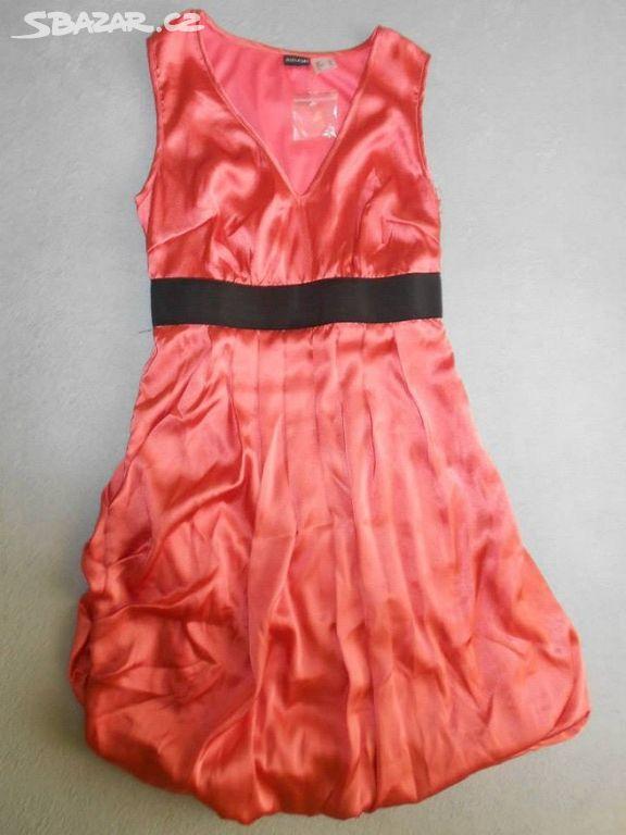 ceaf5d258e9 Prodám dámské šaty