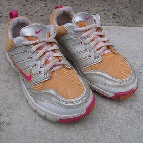 Běžecké boty Nike Air velikost 34. Inzerát byl odebran z oblíbených. d015d1ff67
