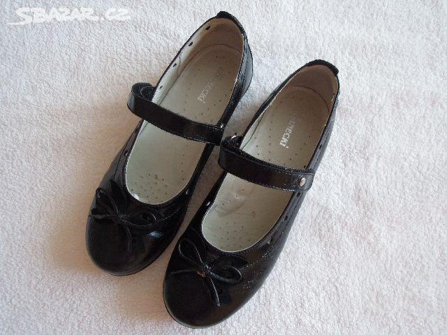 Prodám krásné dívčí společenské boty vel. 36. - Kunovice fc6baf96d4