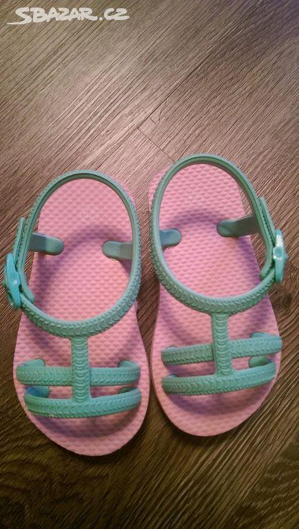 Dětské žabky velikost 22. Délka boty 14 84697bf5f6