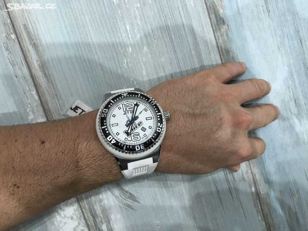 AKCE! Nové velké odolné hodinky JET SET WB30 VOICE - Pardubice ... 9ec52b4c01
