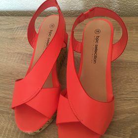Blikací sandálky Skechers vel.28 - Milovice 577eac6248