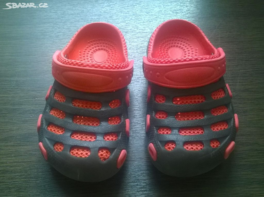ec155160518 Dětské gumové pantofle