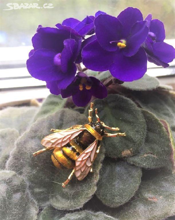 4f930726a20 Nová brož včela (vosa