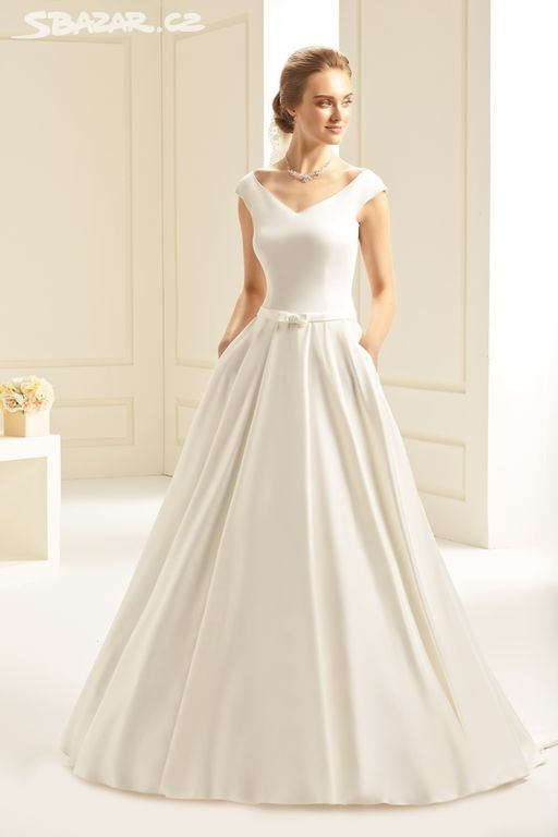 0951e27d2f3 Saténové svatební šaty vel.38 - Ivančice