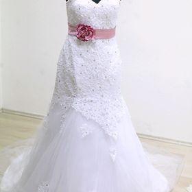 2 000 KčJindřichův Hradec. Luxusní svatební šaty s krajkou od Komolky 36 38 93cf5768fa