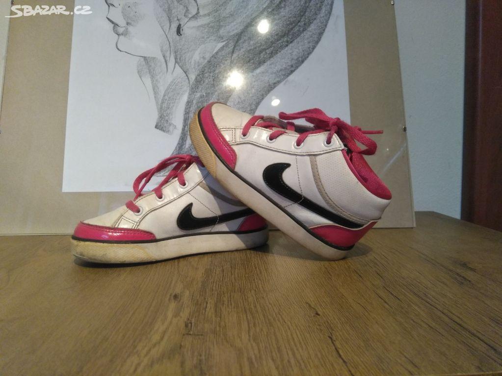 33fee9eee5c Dívčí tenisky Nike - Holešov