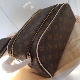 8833f3817 Louis Vuitton kosmeticka taska. Inzerát byl odebran z oblíbených.