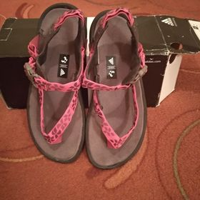 2c0c82f74 Dámské sandále žabky Adidas. Inzerát byl odebran z oblíbených.